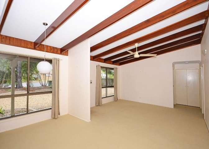 37 Ann Street, TORQUAY, QLD 4655