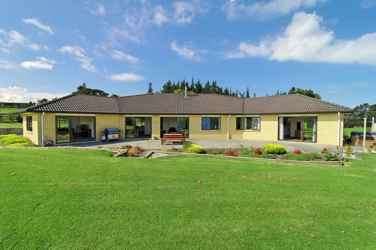 104 oraha road kumeu rodney 0810 sold house ray white kumeu
