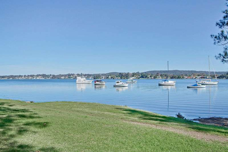 BOLTON POINT, BOLTON POINT, NSW 2283