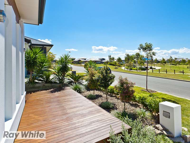 33 Friars Crescent, NORTH LAKES, QLD 4509