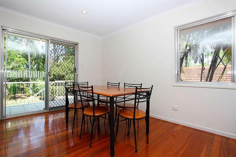 16 Woggle Street, JAMBOREE HEIGHTS, QLD 4074