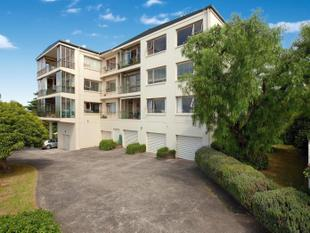 Apartment with Sea Views, Space & Sun! Refurbish at your Leisure - Remuera