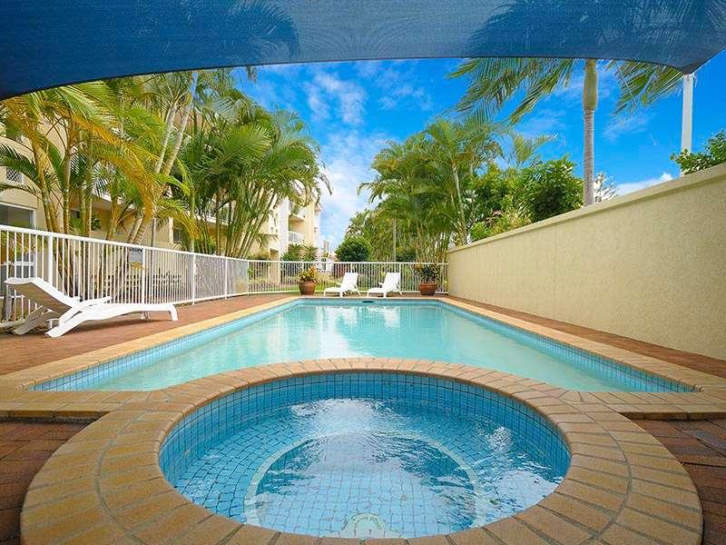Unit 1/8-16 Dalpura Street, CHEVRON ISLAND, QLD 4217