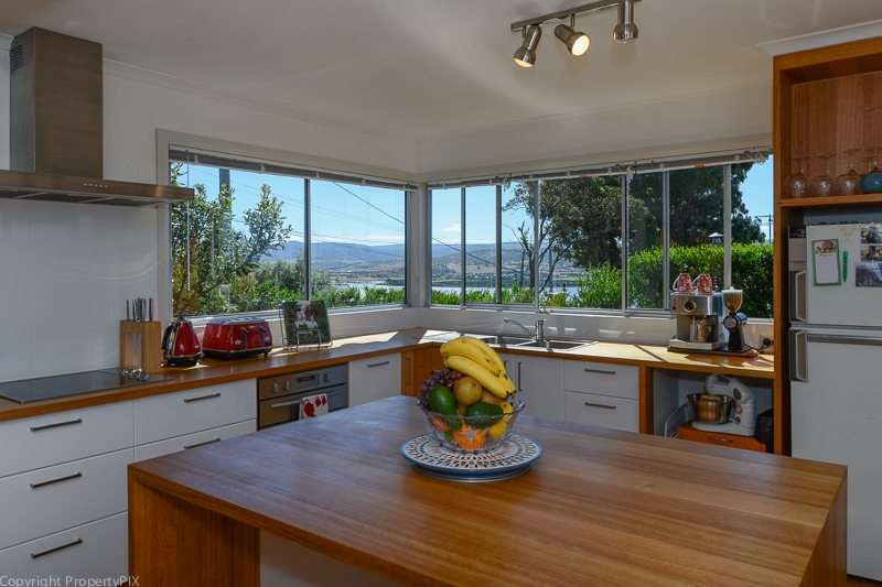27 Bay Road, MIDWAY POINT, TAS 7171