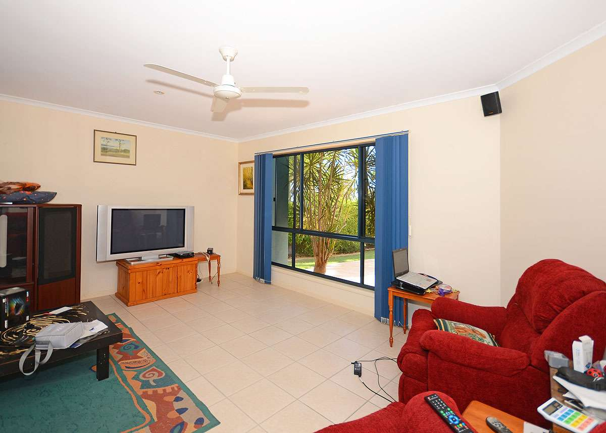 8 Stevens Close, KAWUNGAN, QLD 4655