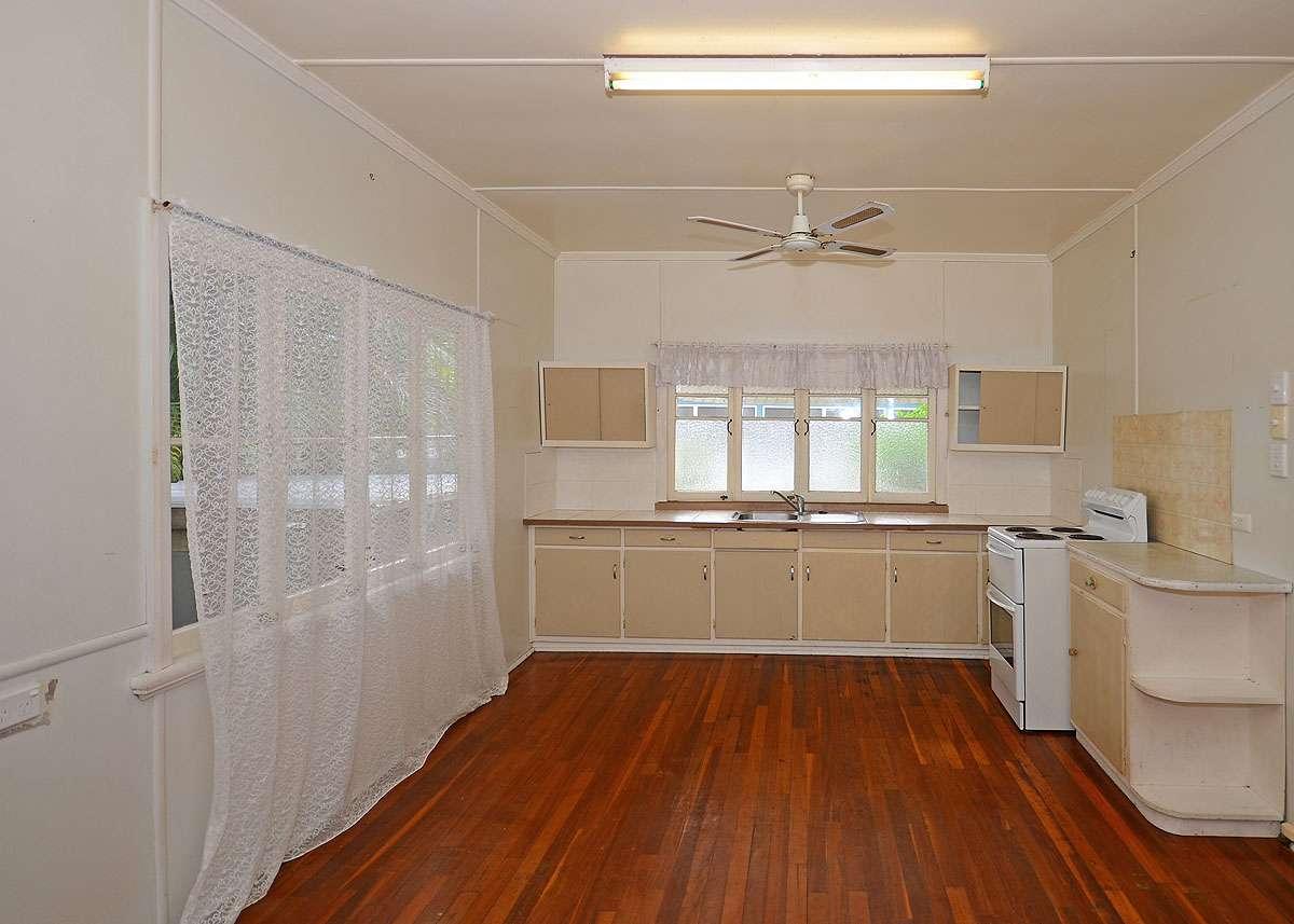 6 Ocean Street, TORQUAY, QLD 4655