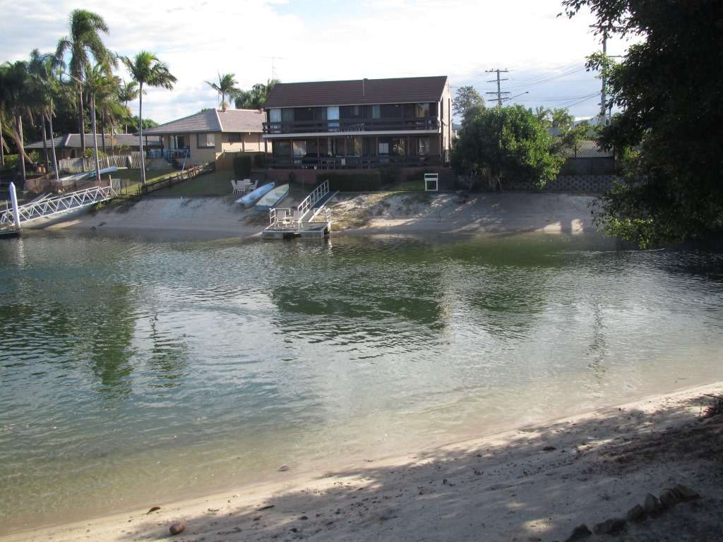 1/2 Orvieto Avenue, MERMAID WATERS, QLD 4218