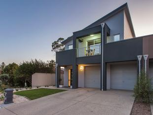 Contemporary 4 Bedroom Home Opposite Reserve - Henley Beach