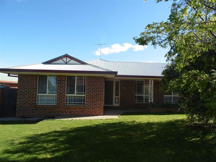 8B Thomas Tom Crescent, Parkes, NSW
