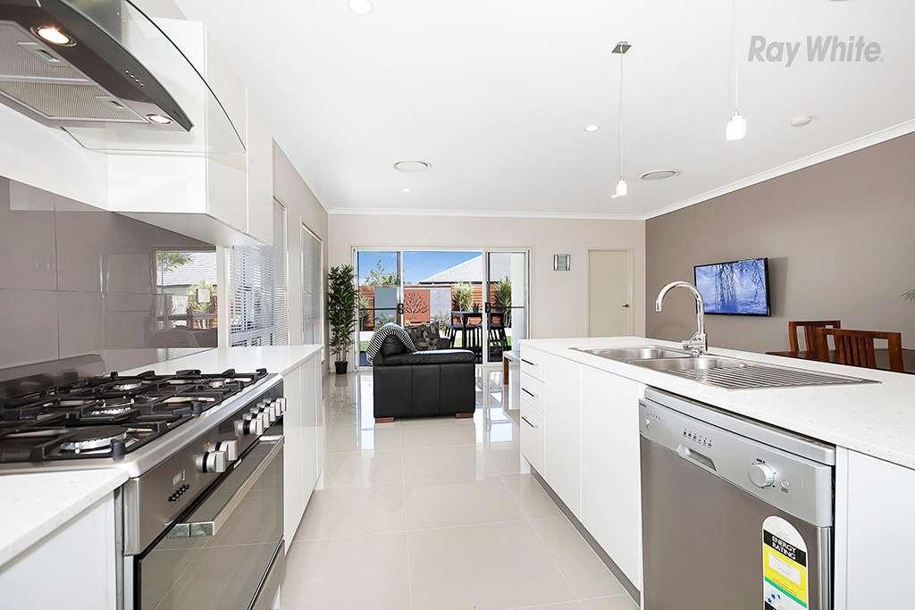 7 Troon Street, North Lakes, QLD 4509