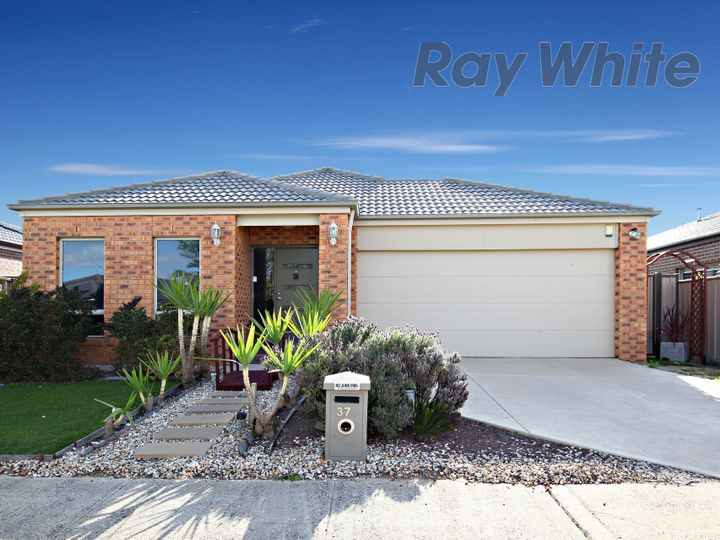 37 Campaspe Way, Point Cook, VIC