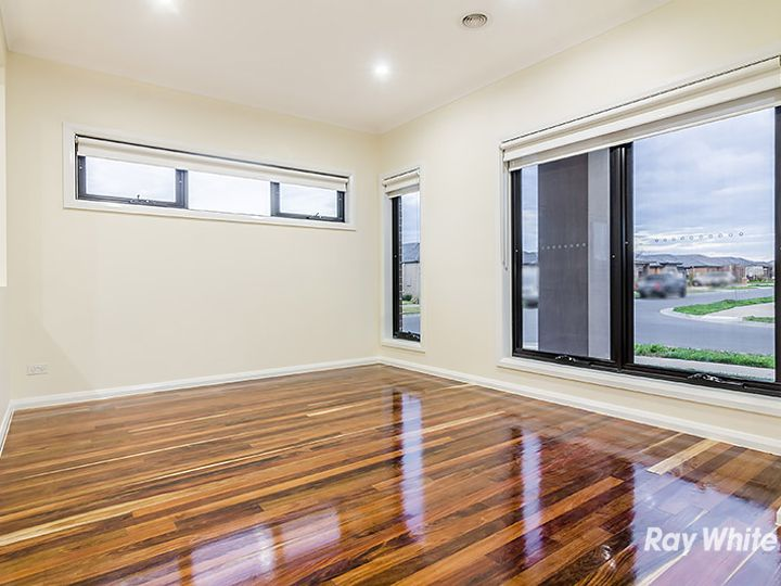 2 Cob Terrace, Clyde North, VIC