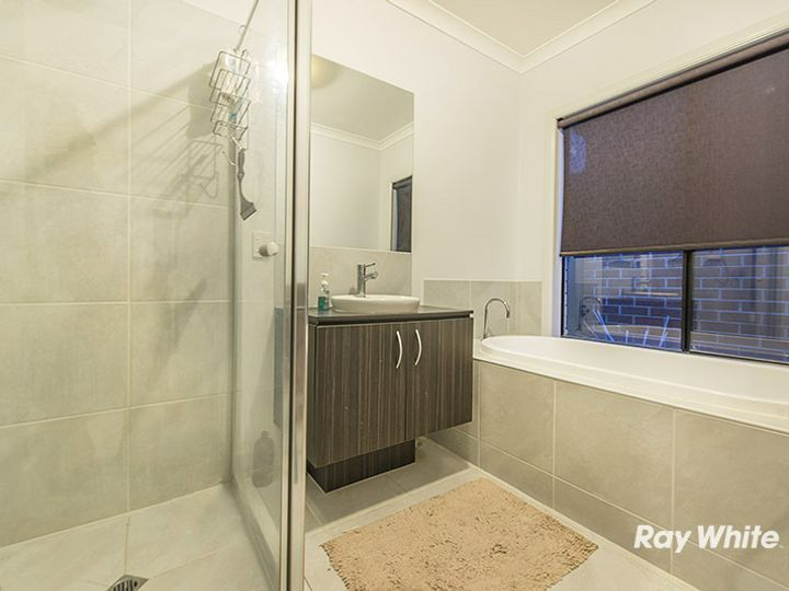 4 Agathis Alley, Cranbourne North, VIC