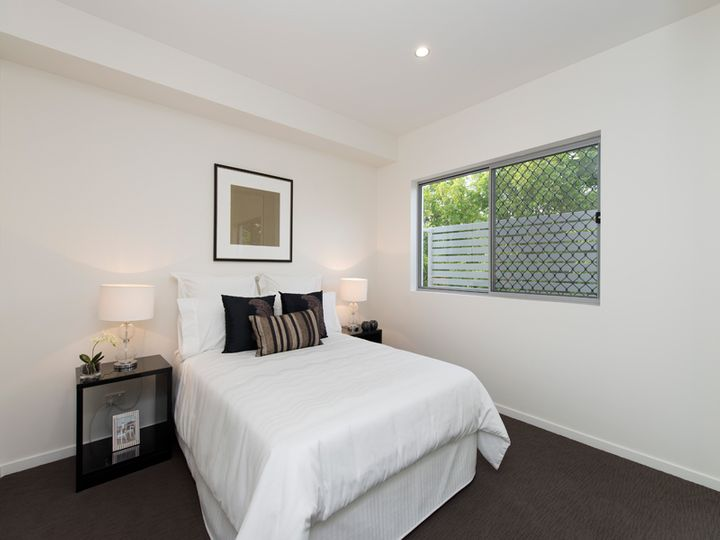 2/27 York Street, Indooroopilly, QLD