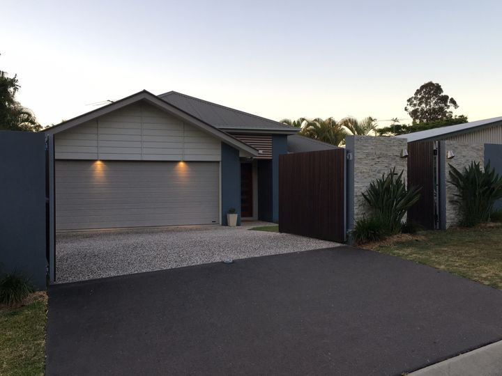 4 Goodenia Place, Seventeen Mile Rocks, QLD