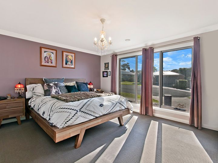 12 Hakea Court, Dennington, VIC