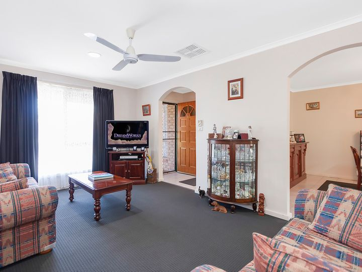 1 and 2/18 Coventry Crescent, Mill Park, VIC