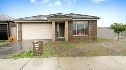 29 Stately Drive, Cranbourne East