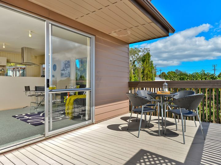 2/15 Aeroview Drive, Beach Haven, North Shore City
