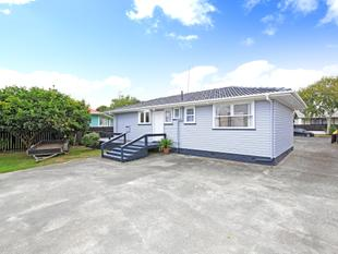 Beautiful Home with Sleepout - Papakura
