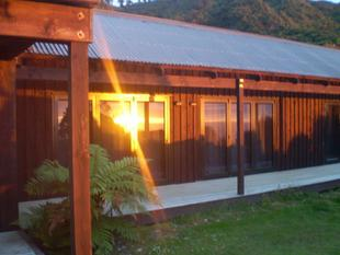 Grandeur / Amazing Sea-views / 3 Guest Units - Punakaiki