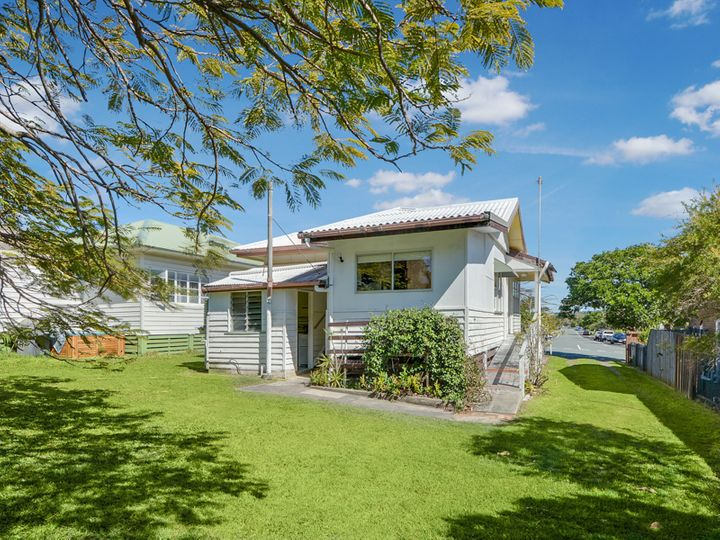 7 Seaview Terrace, Moffat Beach, QLD