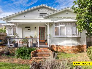 One House, Two Flats, One Title - Ellerslie