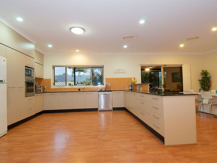 4 Portreeves Place, Arundel, QLD