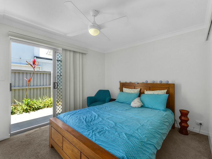 2/15 Rolle Street, Holland Park West, QLD