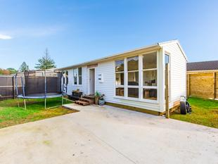 DO UP! 3 Bdrm, Freehold Section! - Mangere East