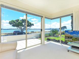 Spectacular Waterfront Property - Bucklands Beach