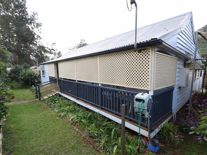 27 Francis Terrace, Esk, QLD