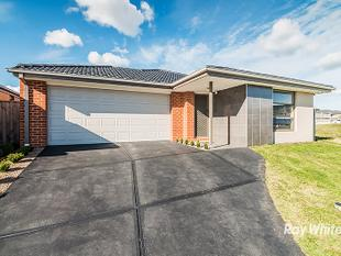 ONLY 2 YEARS OLD IN CASIANA GROVE ESTATE - Cranbourne West