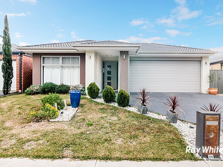 300 Casey Fields Boulevard, Cranbourne East, VIC