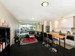 Very Low Body Corporate Fees * Pick of the Bunch * Large Sinking Fund * Huge Courtyard Apartment - Newstead