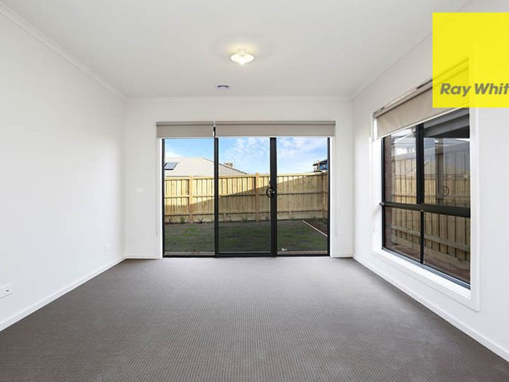 11 Altitude Drive, Point Cook, VIC