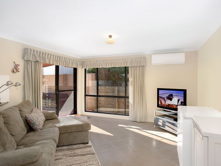 3 Bellbower Close, Green Point, NSW