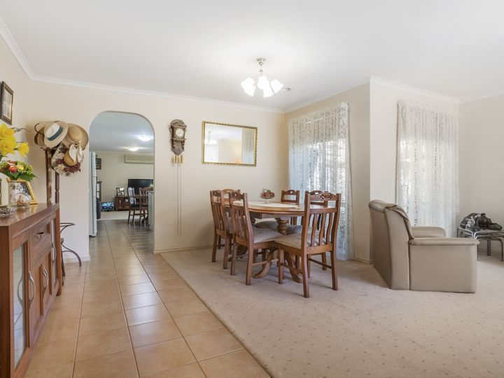 2 Oaktree Avenue, Wyndham Vale, VIC