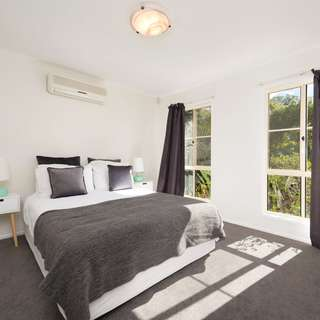 Thumbnail of 8 Glenferrie Place, The Gap, QLD 4061