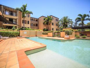 SPACIOUS UNIT, CENTRAL LOCATION - Bundall