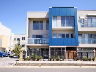 Three Storey Townhouse - Urban Garage - Mawson Lakes