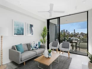 Live in The Hub & Never Have To Drive ! - Kangaroo Point