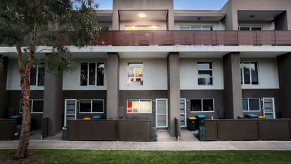 10/10 Honolulu Drive, Point Cook