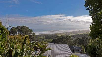 71 Domain Crescent, Muriwai Beach