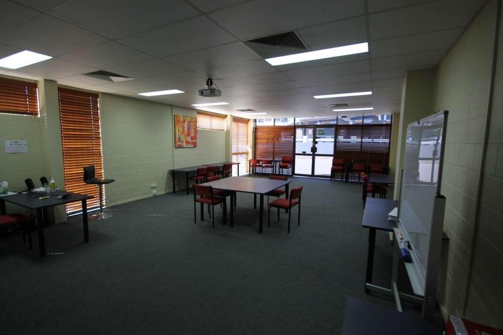 1 and 2/5 Waterloo Street, Wellington Point, QLD 4160