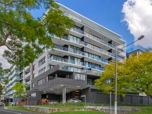 Huge 134sqm North Facing Riverfront Unit - West End