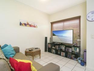 MOTIVATED SELLER - GREAT OPPORTUNITY TO ENTER THE MARKET - RENTING @ $220P/W - Port Douglas