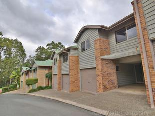 TRANQUIL TOWNHOUSE RESORT STYLE LIVING. POOL & TENNIS COURT - Bardon