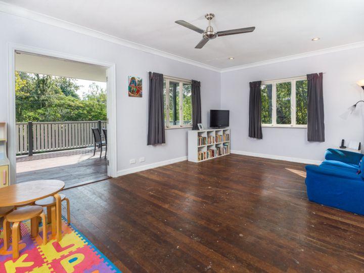 64 Fawkner Street, Chapel Hill, QLD