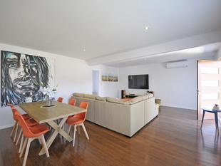 Florida Gardens Home - Walk to the Beach & Light Rail - Bring The Dog - Broadbeach Waters